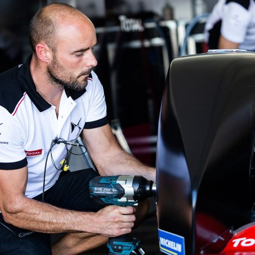 DS TECHEETAH Technical Team at work (3)